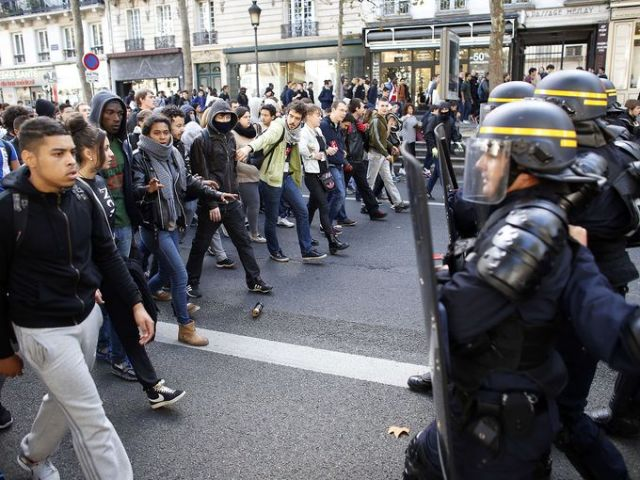 Protesting high schoolers in France