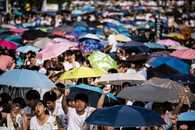 Hong Kong Students Begin Pro Democracy Strike